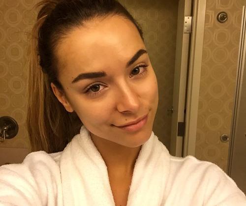 Monika Radulovic, người đẹp 25 tuổi của Australia, có đôi mắt sắc sảo, sống mũi cao và gương mặt thon nhỏ.