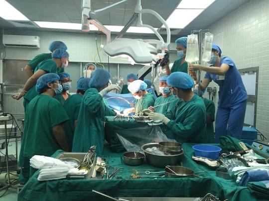 Những hình ảnh lần đầu công bố về ca ghép tạng xuyên Việt - 6