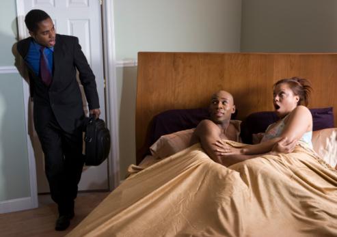 Jignesh đã đăng ảnh vợ ngoại tình lên Facebook vì các thành viên gia đình không tin anh nói. Ảnh: Loveandrelate.