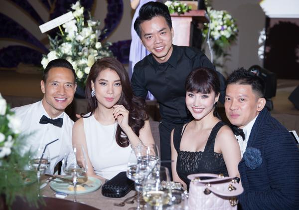 Trương Ngọc Ánh, Kim Lý hội ngộ Meo Meo và chuyên gia trang điểm Quân Phạm (ngoài cùng bên phải) - người từng gắn bó với cô Dần từ những ngày mới gia nhập showbiz.