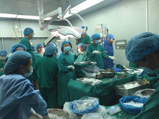 Những hình ảnh lần đầu công bố về ca ghép tạng xuyên Việt - 7