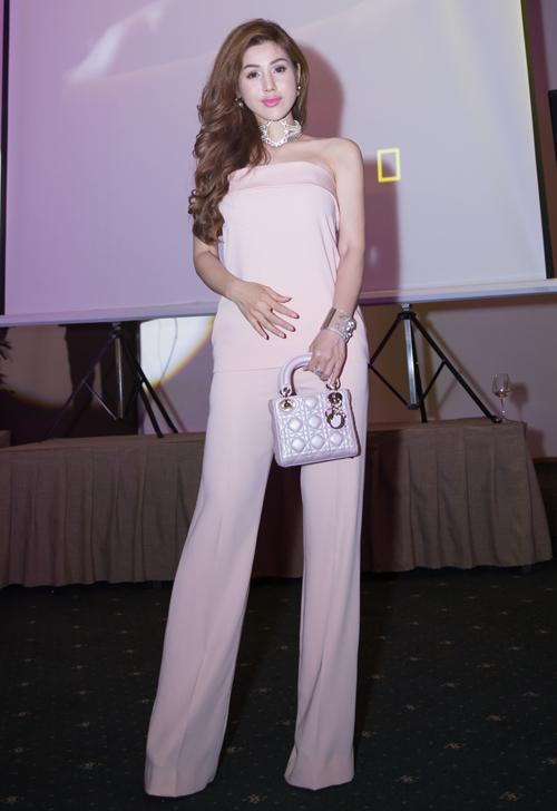 Ca sĩ Maria Đinh Phương Ánh đã lâu mới xuất hiện.