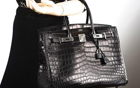 Được thiết kế theo phòng cách sang trọng và cổ điển, túi Hermes Matte Crocodile Birkin trị giá 120.000 USD.