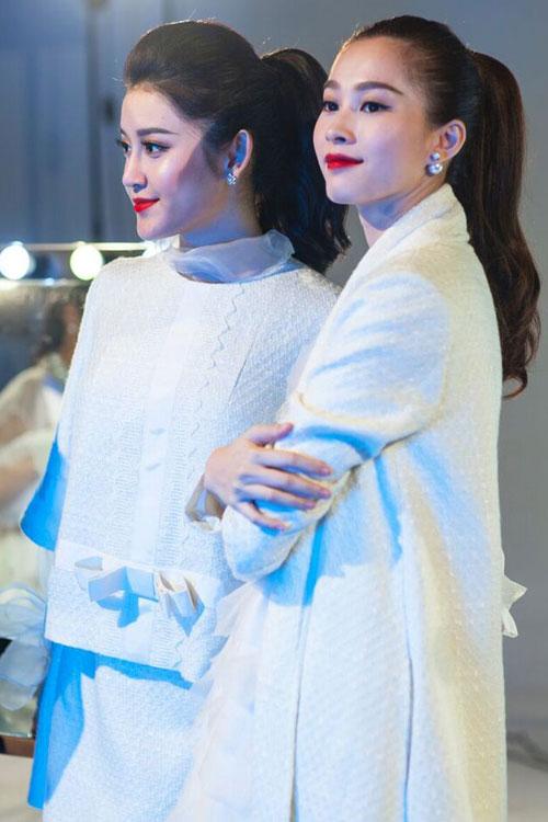 Á hậu Huyền My và hoa hậu Đặng Thu Thảo cùng tạo dáng trong một shoot hình riêng.