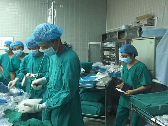 Những hình ảnh lần đầu công bố về ca ghép tạng xuyên Việt - 8