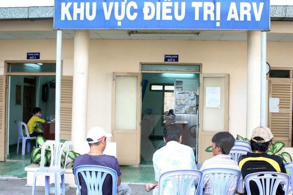 Đến cuối tháng 10/2015 đã có hơn 100.000 bệnh nhân đang được điều trị bằng thuốc ARV và tất cả là miễn phí và chủ yếu từ nguồn thuốc viện trợ. Ảnh: P.V