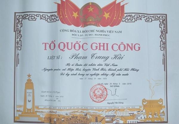 Tấm bằng Tổ quốc ghi công của liệt sĩ Phạm Trung Hài.