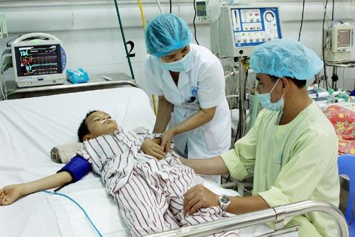 Điều trị bệnh SXH tại Bệnh viện Nhi Trung ương. Ảnh: Internet