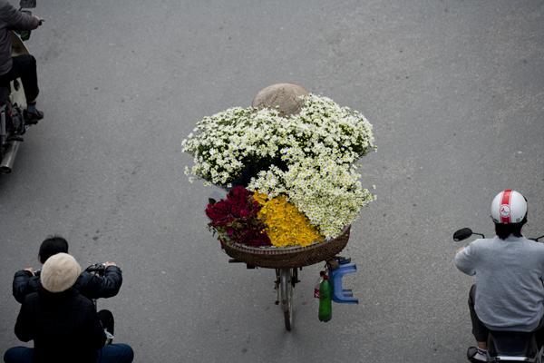 Hình ảnh thân thuộc của người dân Hà Nội.
