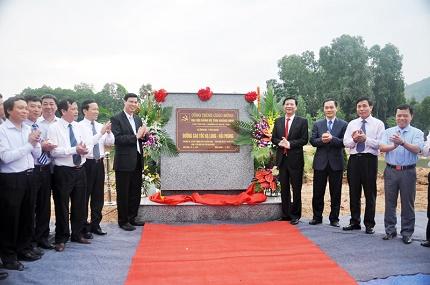 Ban thường vụ tỉnh ủy Quảng Ninh gắn biển cho công trình đường cao tốc Hạ Long-Hải Phòng