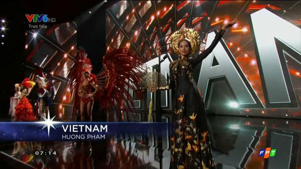 Phạm Hương lộng lẫy và quý phái trong bộ quốc phục áo dài truyền thống và mấn vàng.