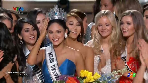 Hoa hậu Philippines vỡ òa hạnh phúc khi được nhận lại vương miện Miss Universe 2015.