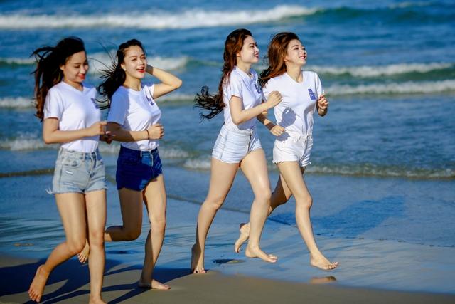 Lần đầu tiên Đà Nẵng tổ chức sự kiện Đôi chân trần trên Biển Đà Nẵng - Danang Barefoot Run 2015 - 2016