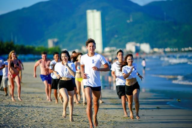 """Đôi chân trần trên Biển Đà Nẵng"""" nhằm góp phần quảng bá vẻ đẹp biển Đà Nẵng cũng như đẩy mạnh phong trào rèn luyện sức khỏe của người dân, du khách trong nước và quốc tế…"""