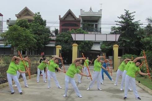 Người cao tuổi phường Đồng Hòa – quận Kiến An (Hải Phòng) tập thể dục dưỡng sinh buổi sáng
