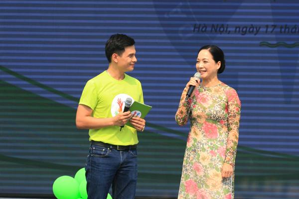 Nghệ sỹ Lê Khanh