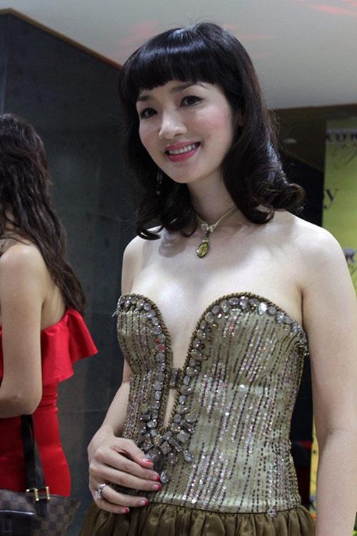 Cách đây vài năm, Giáng My từng nhận phải lời khen chê trái chiều với những bộ váy cắt khoét.