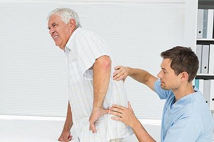 Đau thắt lưng cảnh báo cột sống bạn đang gặp vấn đề.