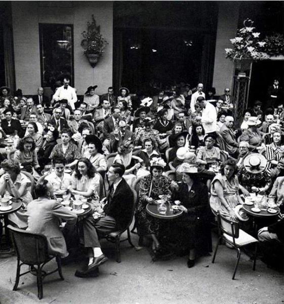 Văn hóa cà phê đường phố đã trở thành nét đẹp văn hóa Pháp từ xưa. Ảnh: Tư liệu