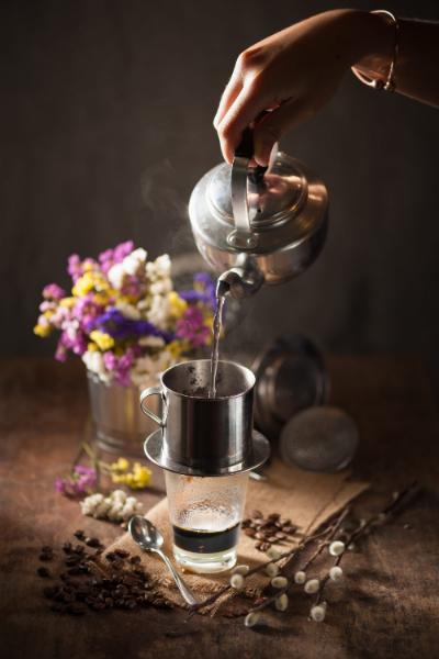 Công nghệ cà phê hòa tan hiện nay mang đến chất lượng mùi vị cà phê chỉ bằng một nửa so với cách pha phin truyền thống.