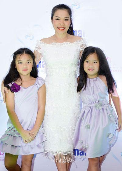 Mỹ Lệ và 2 con gái