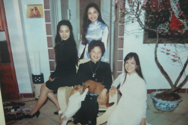 NSƯT Lê Mai và các cô con gái (ảnh chụp từ tư liệu gia đình).