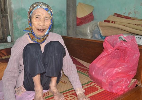 Nụ cười hạnh phúc lúc tuổi già của mẹ Vũ Thị Quỳnh