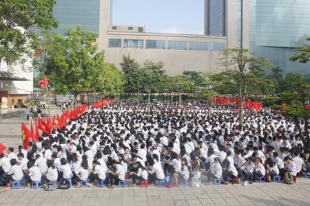 Lễ khai giảng với hơn 2 nghìn học sinh.