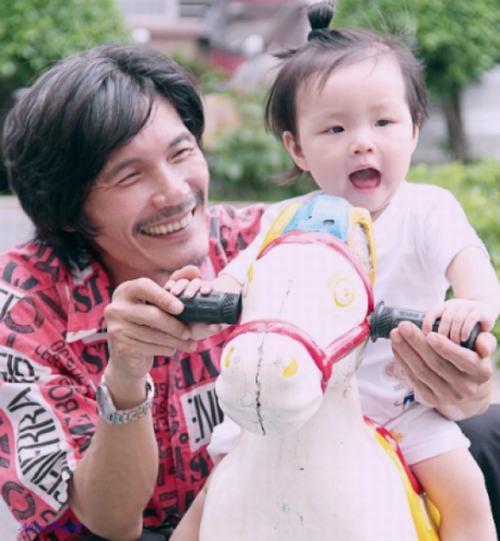 Công Ninh hạnh phúc mãn nguyện bên con gái
