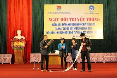 Một tiểu phẩm về chủ đề DS-KHHGĐ được thể hiện tại Ngày hội