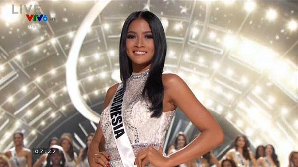 Hoa hậu Indonesia hạnh phúc khi lọt vào top 15.
