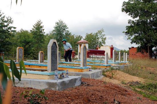 Một góc nghĩa địa mới cao ráo, thoáng mát. Ảnh: T.G