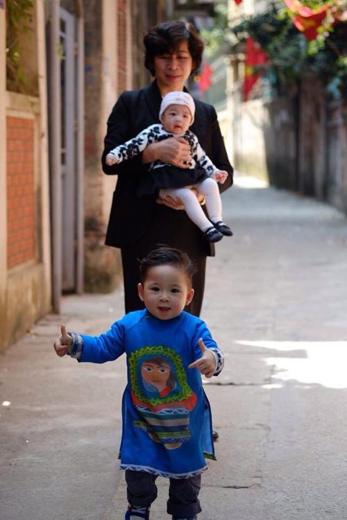 Niềm hạnh phúc của cô Oanh hiện giờ là chơi đùa cùng các cháu nội.