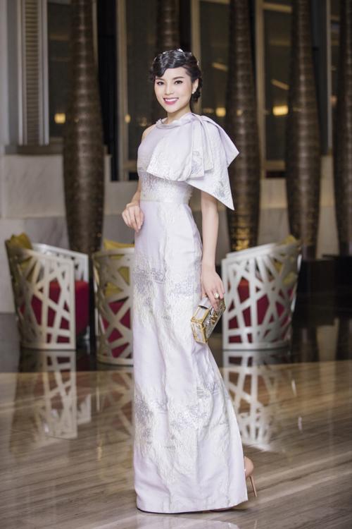 Hoa hậu Kỳ Duyên tại họp báo hôm 5/7.