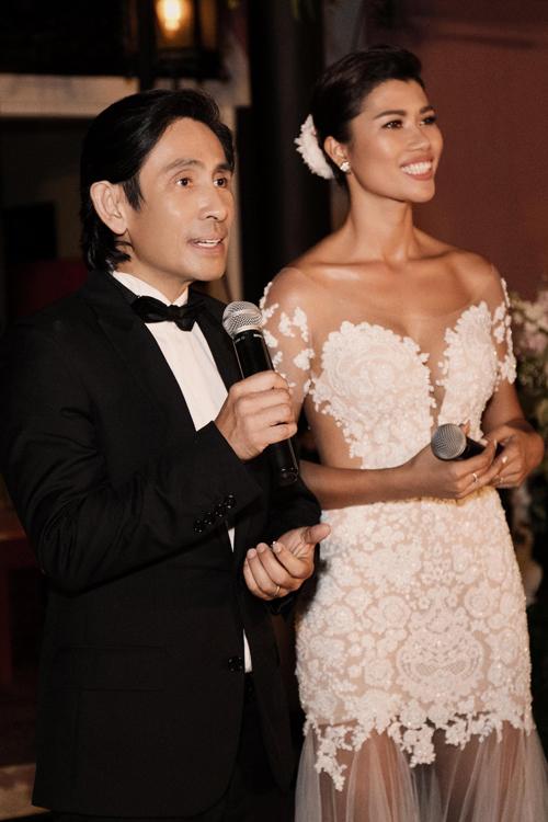Vợ chồng Trang Lạ trong hôn lễ tại TP HCM.