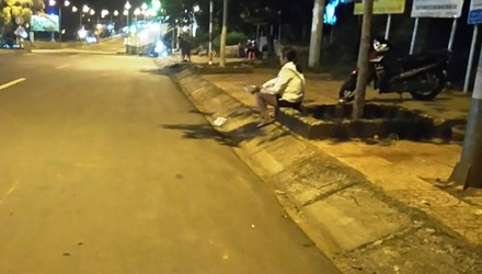 Gái bán dâm bên đường 23/3, thị xã Gia Nghĩa (Đắk Nông).