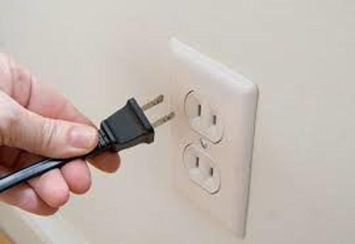 Rút dây nguồn ra khỏi ổ cắm cũng là một cách để tiết kiệm điện hiệu quả