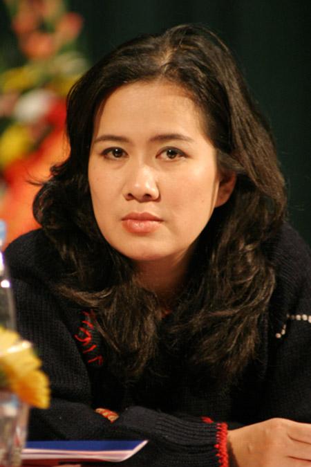 Nhà văn Nguyễn Thị Thu Huệ - Một trong số ít nữ nhà văn tài - sắc vẹn toàn của văn học Việt Nam đương đại.