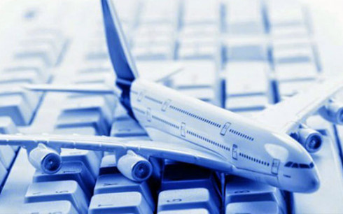 Khi mua vé máy bay giá rẻ, hành khách nên lưu ý đến các khoản phụ phí. (Ảnh minh họa: Internet)