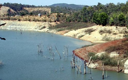 Hồ thủy điện Đại Ninh nơi có nhiều rẫy vườn người dân. Ảnh: Khánh Hương