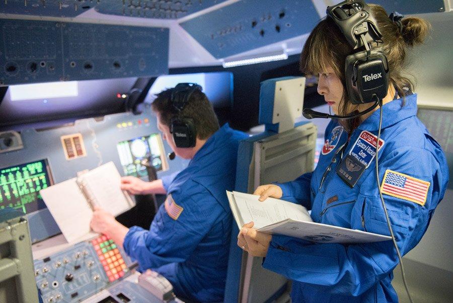 Cô giáo Mai Thị Kim Tuyến tham gia khóa học giả định không gian vũ trụ tại Trung tâm Vũ trụ & Tên lửa Hoa Kỳ. (Ảnh: HESA)