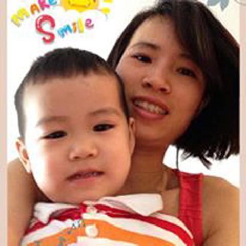 Chị Doãn Lâm và con trai. Ảnh:NVCC
