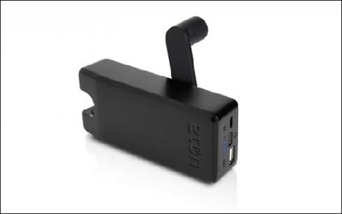 BoostTurbine 4000 phát điện nạp pin bằng tay quay.