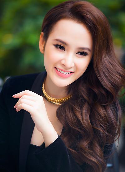 Angela Phương Trinh sinh năm 1995. Ảnh: Huy Bình.