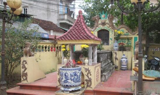 Ngôi mộ hiện tại của vợ Trịnh Sâm.