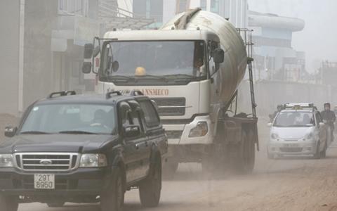 Các phương tiện giao thông trở thành nguyên nhân chính gây ra ô nhiễm đô thị. Ảnh: Lê Hiếu.