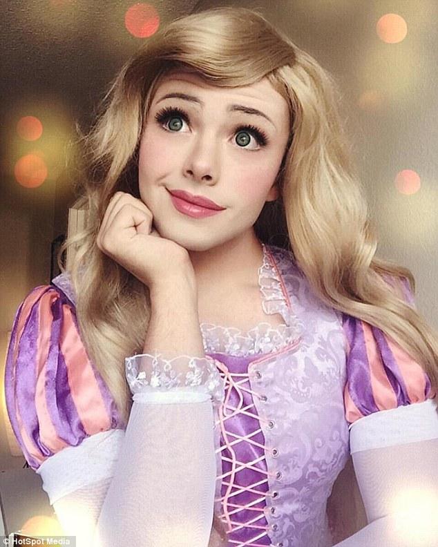 Chàng trai hóa thân thành những nàng công chúa Disney xinh đẹp