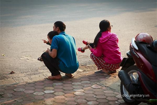 Những hình ảnh này không hiếm gặp trên đường phố Việt Nam (Ảnh: Phạm Thành Long).