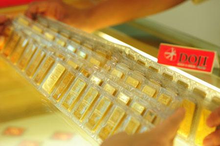 Giá vàng trong nước sáng nay thấp hơn thế giới vài trăm nghìn đồng mỗi lượng.