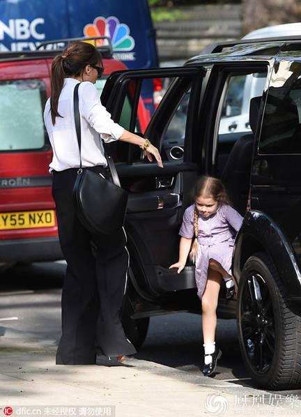 Victoria đưa Harper đi mua sắm sau khi trở về từ chuyến đi đến LHP Cannes, Pháp.